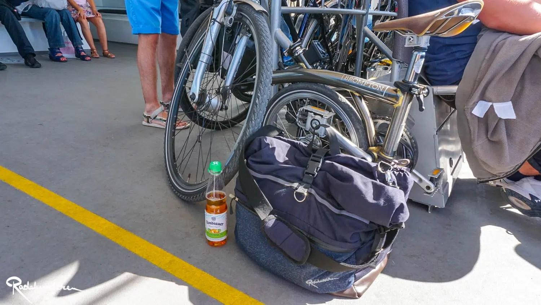 Brompton Faltrad am Bodensee Katamaran mit Kondrauer