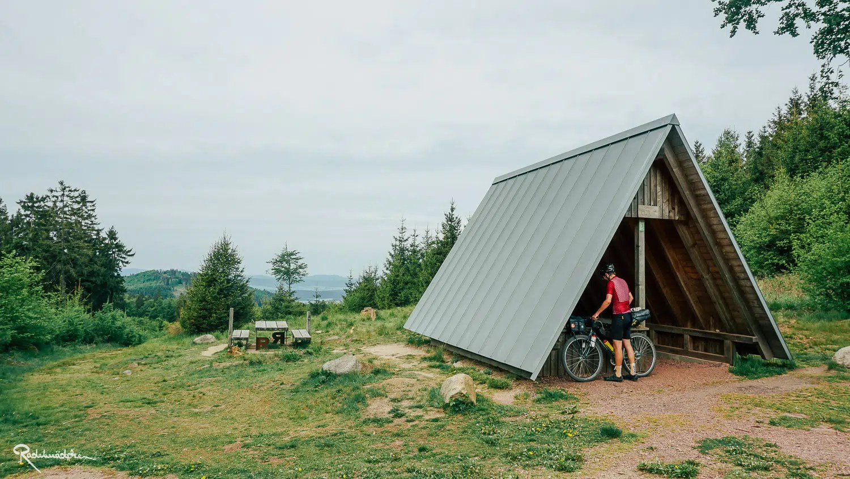 Rennsteig Hütte mit Ausblick