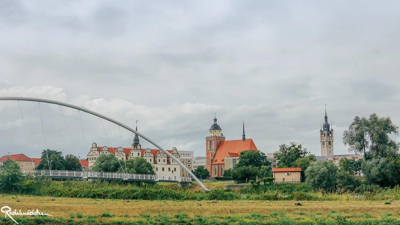 Blick auf Dessau mit Brücke