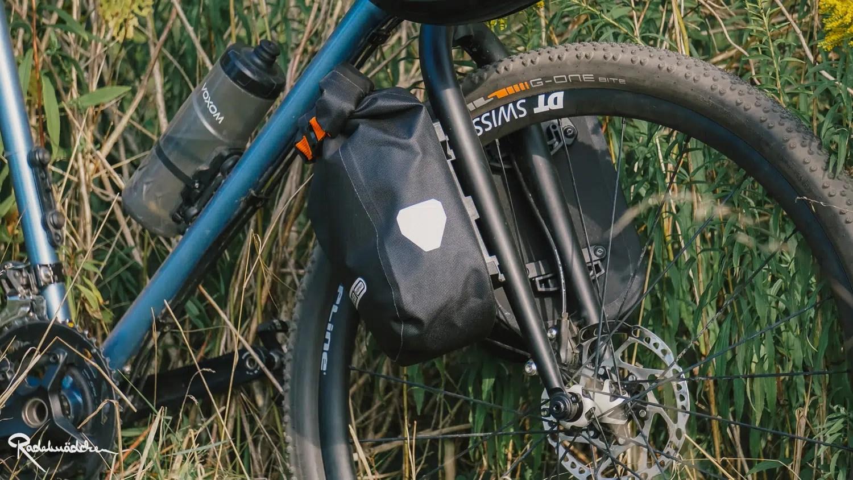 Rad mit Gabeltaschen