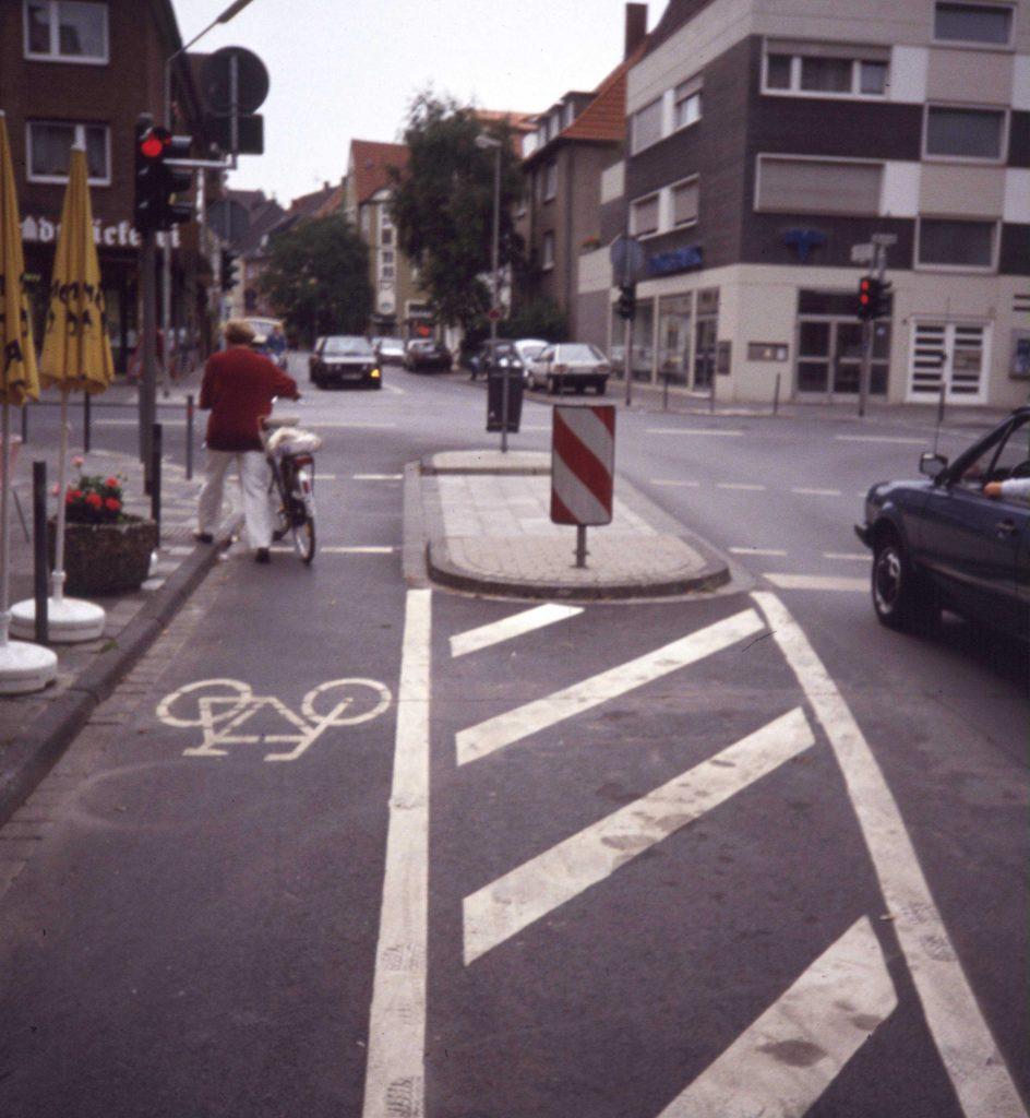 Einfahrt Unechte Einbahnstraße in Gegenrichtung zum Kfz-Verkehr