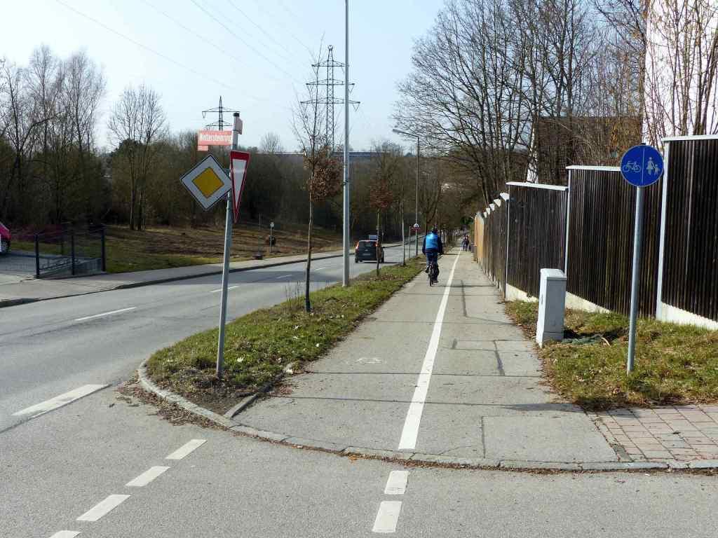 Wettersteinring Ost-West getrennter Fuß- und Radweg mit Trennstreifen