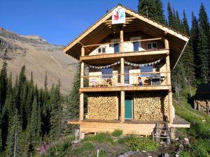 Icefall-lodge-Morning-coffee-Yoga