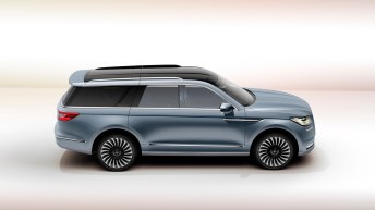 Lincoln Navigator Concept side profile studio