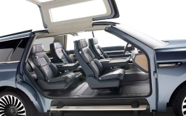Lincoln Navigator Concept spacious interior