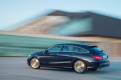 Mercedes-Benz CLA 250 4MATIC Shooting Brake (X117) 2016. Canvasitblau, Interieur schwarz-beige. Kraftstoffverbrauch (l/100 km) innerorts/außerorts/kombiniert: 8,7/5,5/6,7; CO2-Emissionen kombiniert: 154 g/km Mercedes-Benz CLA 250 4MATIC Shooting Brake (X117) 2016. Canvasite blue, Interior black-beige. Fuel consumption (l/100 km) urban/ex urban/combined: 8.7/5.5/6.7; combined CO2 emissions: 154 g/km