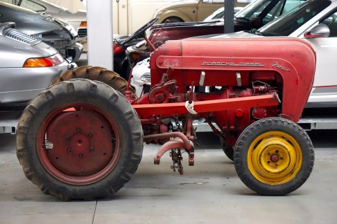 @Porsche-Lager - Traktoren - ©pru - 1