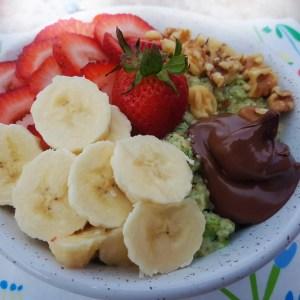 strawberry walnut nutella high protein oatmeal