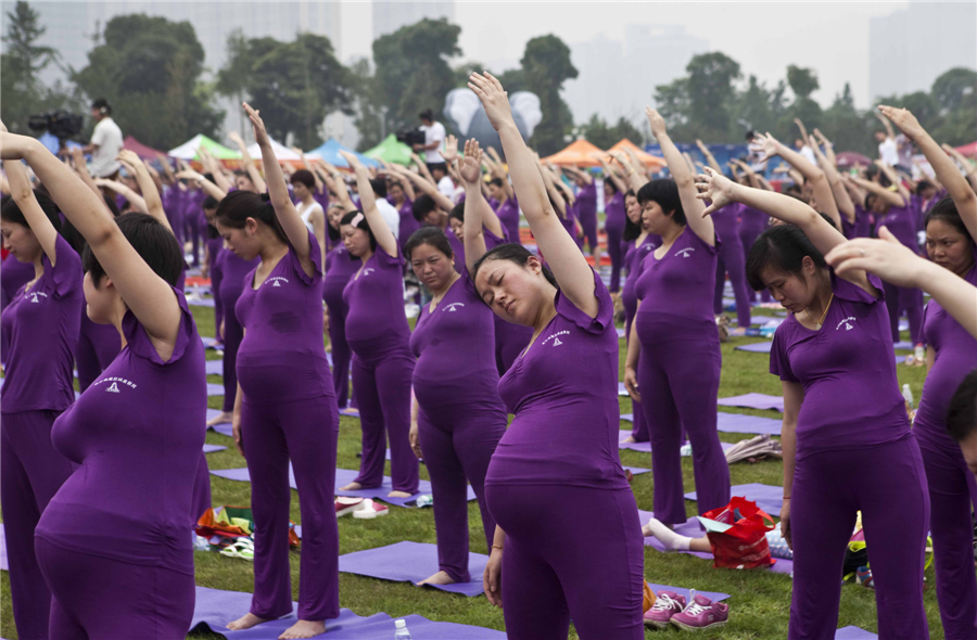 Photo of the day: Pregnant Group Yoga World Record