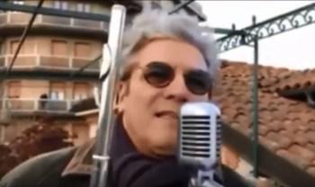 Qytetari italian ekzekuton himnin shqiptar – Drithërohet Rama! (Video)