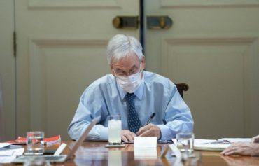 """El presidente Sebastián Piñera, en el anuncio del Bono Invierno, señala que """"la pandemia del coronavirus es una amenaza formidable, es un peligro gigantesco, es un desafío enorme que tenemos que enfrentar"""". Foto: Presidencia."""