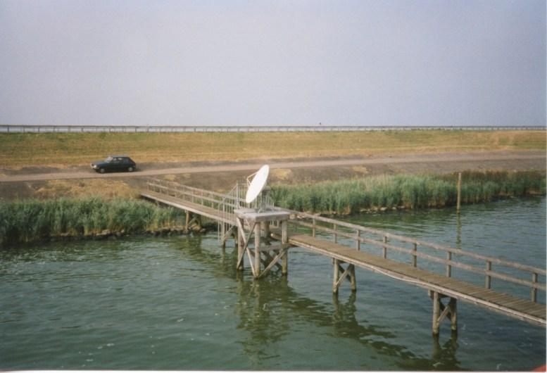 The N307 highway runs across the dijk separating the IJsselmeer & The Markermeer