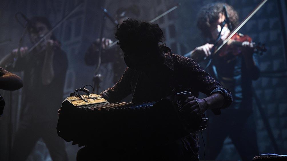 """""""En silencio"""", """"Desierto"""", """"Comezón"""" """"Infierno porteño"""" y """"Ya fue"""", fueron algunos de los temas que Lagos cantó empujada por una orquesta avasallante.Foto: Ramiro Gómez"""