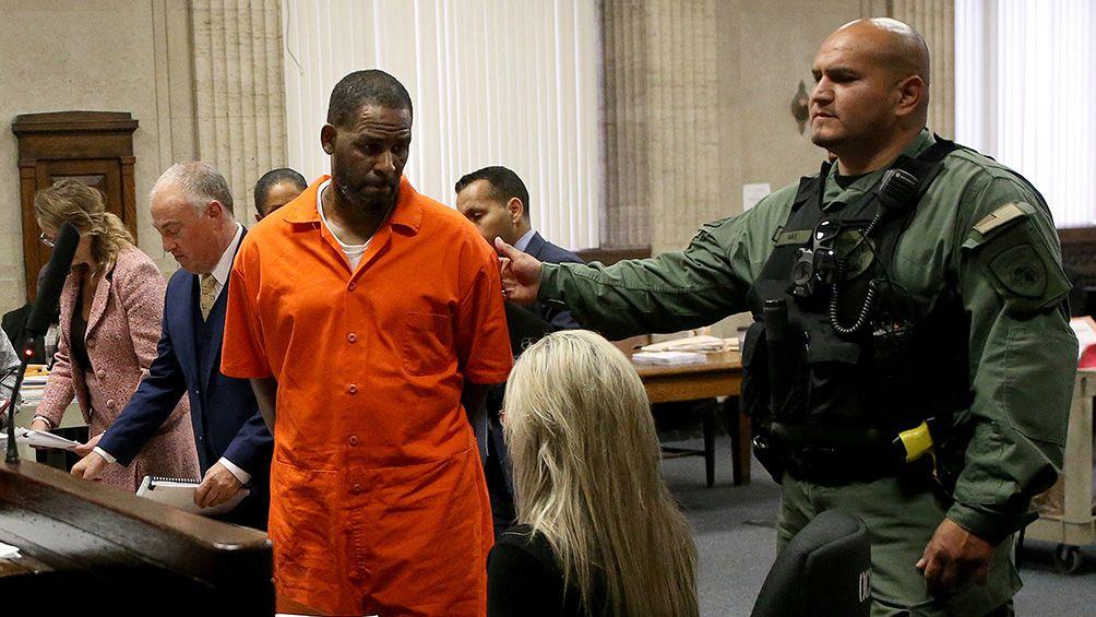 El cantante R. Kelly fue declarado culpable de abusos sexuales a menores
