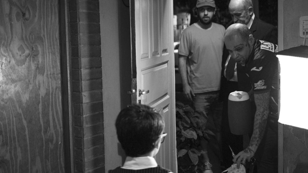 """El episodio piloto está basado en el relato """"De preguntas y respuestas"""" de Sandro Centurión."""