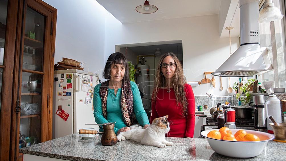 Adriana Yurkovich y María Turkieh cuentan la historia de su empleada doméstica.