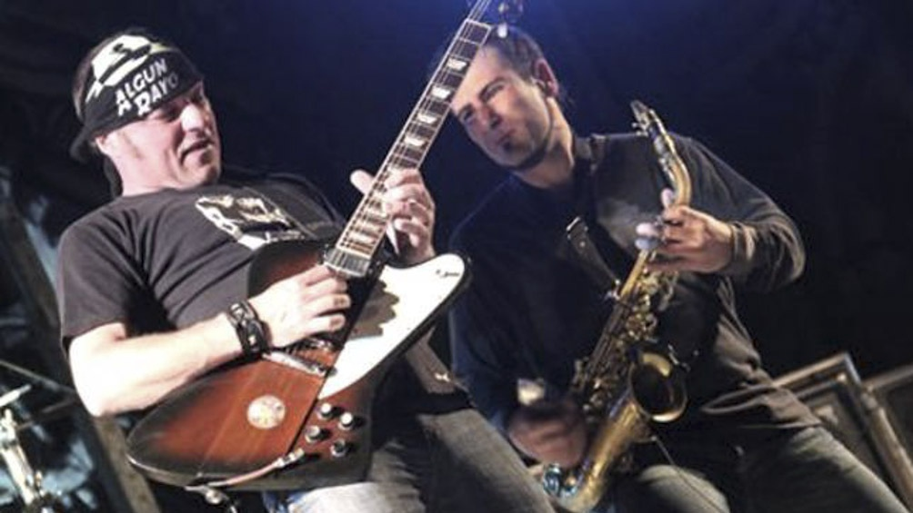 El grupo de rock molesto con el uso de un tema con fines polìticos.