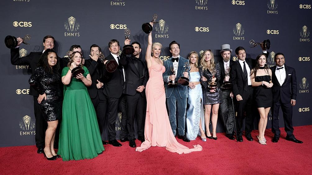 """""""The Crown"""", """"Ted Lasso"""", """"Mare of Easttown"""" y """"Gambito de Dama"""" fueron algunas de las ganadoras de la 73ª edición de los premios Emmys. (Foto AFP))"""