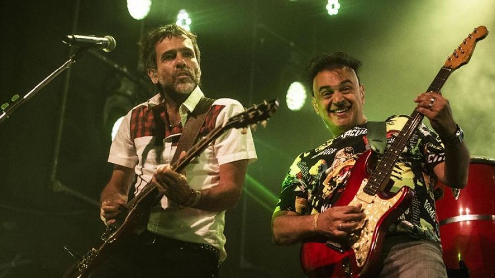 La solidez rítmica de las guitarras de Nito Montecchia y Diego Demarco, una de las características de Los Auténticos Decadentes. (Foto: Fernando Gens)