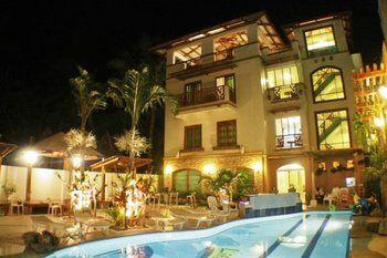 top-10-boracay-hotels-beachfront-boracay-beach-club-image-01