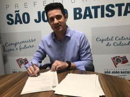 EM GESTO SOLIDÁRIO PREFEITO DANIEL DOA SALÁRIO PAR...