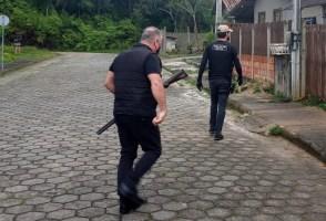 Polícia Civil realiza operação e cumpre mandados e...