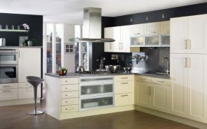 1-bucatarie moderna mobilier galben pal amenajata conform reguli feng shui
