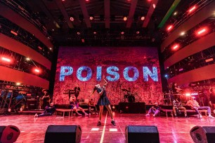 Poison pe scena Neversea