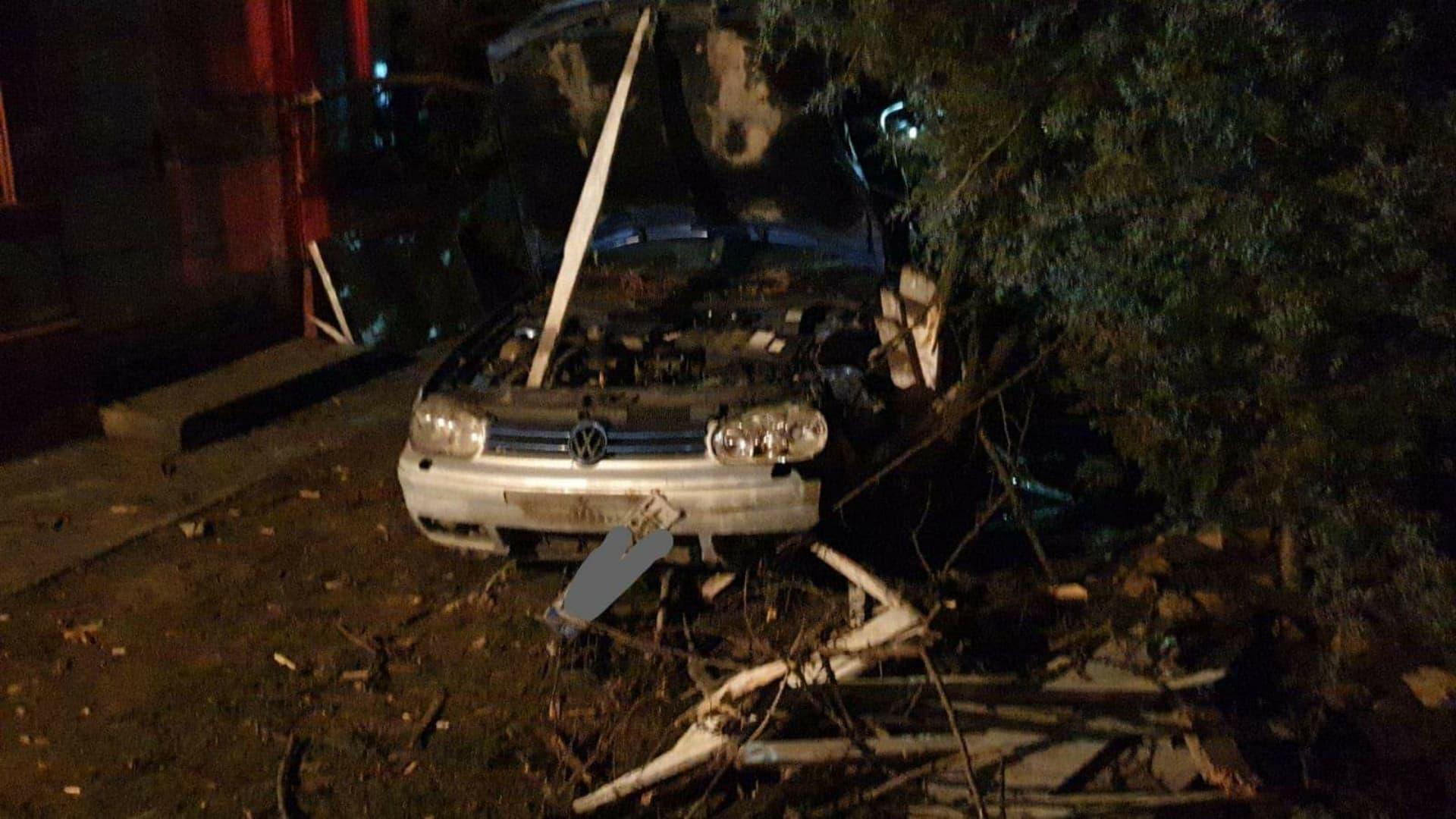 Cu mașina îngard de colind, două adolescente rănite