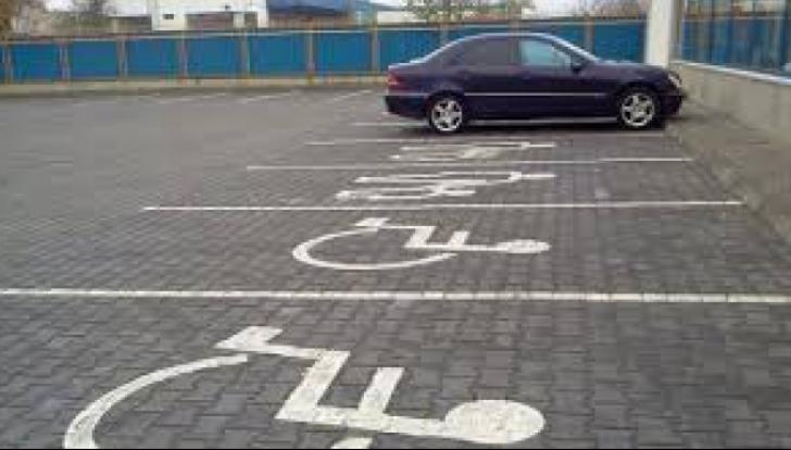 Amenzi usturătoare pentru cei care ocupă locurilor speciale pentru cei cu handicap