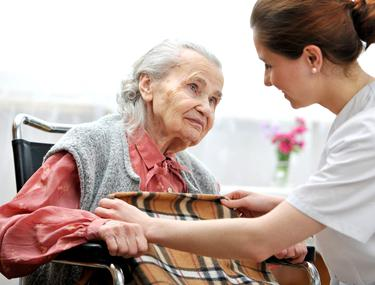 Cei ce au în grijă un bătrân pot lucra cu jumătate de normă, dar să primească salariu întreg