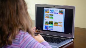 Sfaturi de la psiholog: Riscurile dependenței de computer, mai mari decât oricând. Ce au de făcut părinții