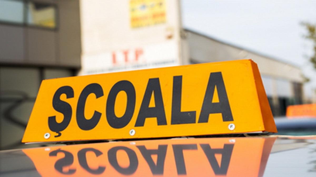 Proiect: Școlile de șoferi nu vor depinde, pentru a-și menține autorizația, de rata de promovare a elevilor