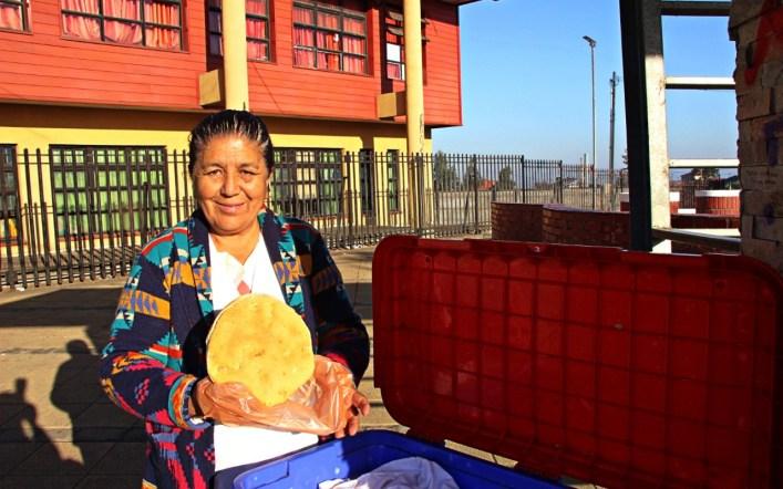 ¡La señora María, la reina del pan amasado de Lota Alto!