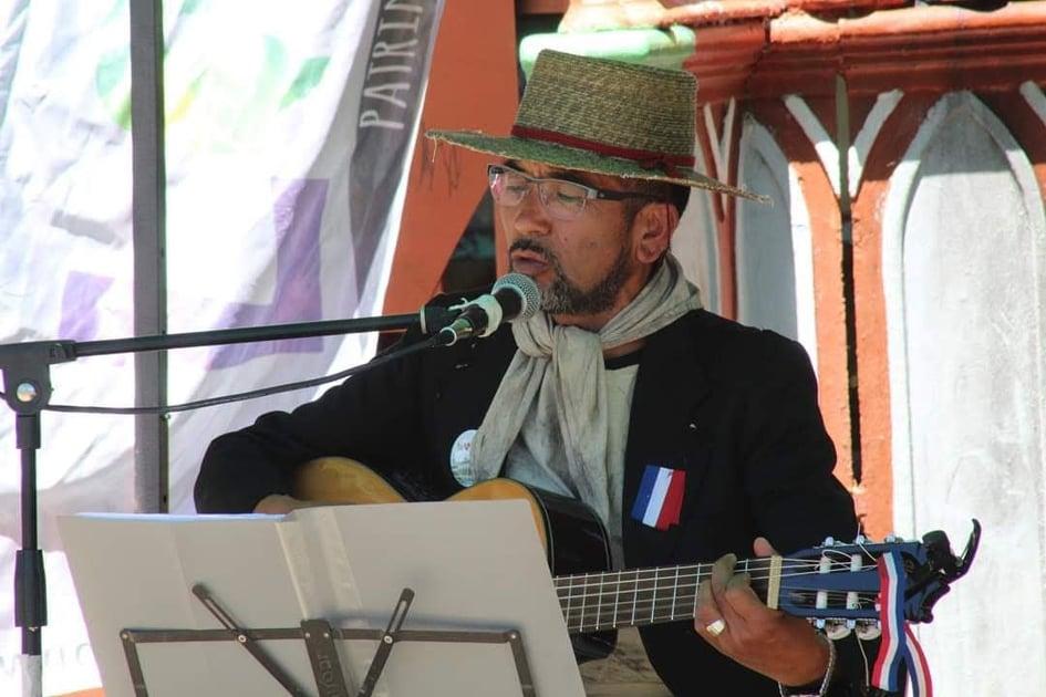 Luis Inzunza, el músico lotino que rescata la historia del minero del carbón y las raíces folclóricas de Lota