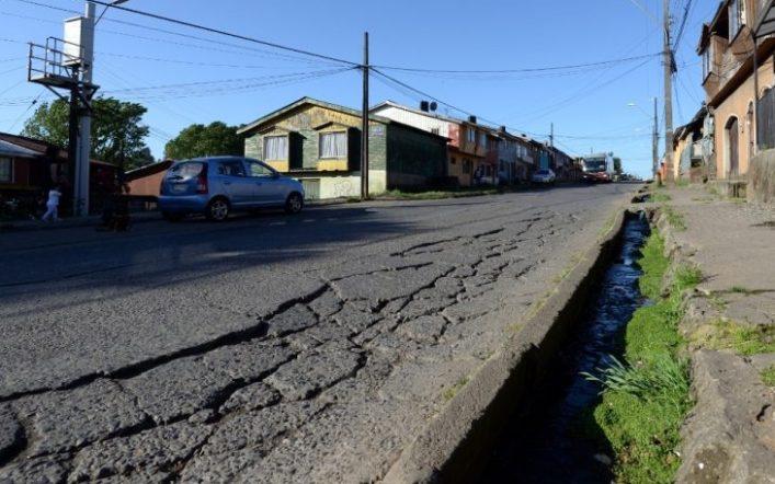 Las rutas de Lota: Tierra de nadie, hoyos por montones y peligro para los transeúntes