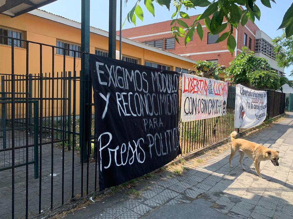 """La RED """"LA PROTESTA NO ES DELITO"""" realiza manifestación a las afueras de la Cárcel de Coronel"""