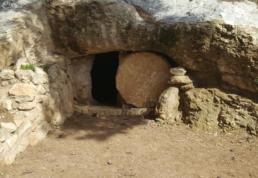Alléluia, alléluia ! Alléluia, alléluia ! Le Seigneur est réellement ressuscité ! Luc 24.34 Bonne fête de Pâque. Et nous souhaitons également à tous les Juifs une Bonne fête de Pessa'h.