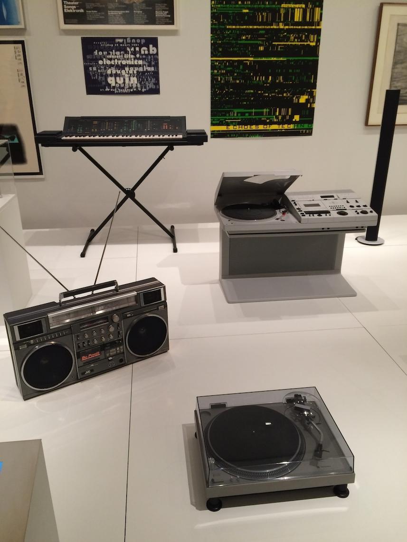 MoMA Radios años 70 y 80 - Radiocassete y equipo musicales