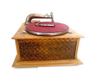 Gramofono Phonographe Chocolat Ibled - la maison centenaire
