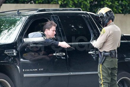 Pictures-Channing-Tatum-Being-Pulled-Over-Cop-Getting-Traffic-Ticket