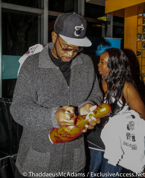 Uncle Luke autographing a pin