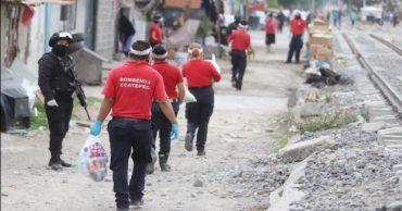Policías y bomberos de Ecatepec entregan 10 mil despensas en apoyo ...