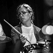 """""""Metropolis Paradise"""" – die New Yorker Band Die Schlagzeugerin Mareike Wiening mit aktuellem Programm"""