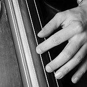"""""""Das schlagende Herz einer Band"""" Der Bass im Jazz von Pops Foster bis Hadrien Feraud"""