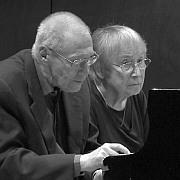 """""""Das Ehepaar Kurtág spielt Klavier"""" Die intim expressive Musik des György Kurtág live in Wien"""