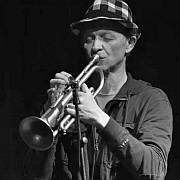 """""""Jazz über Jazz"""" – Franz Hautzingers Regenorchester XII von Nina Polaschegg"""