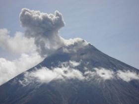 Leve caída de ceniza en Ambato por volcán Tungurahua