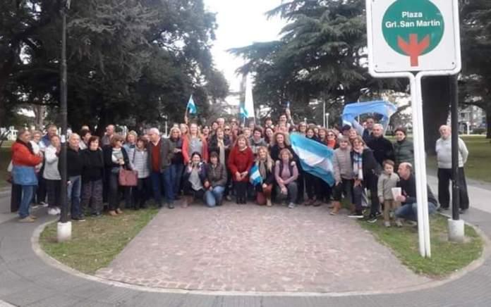 """Pocos vecinos movilizados en """"Defensa de la República"""""""