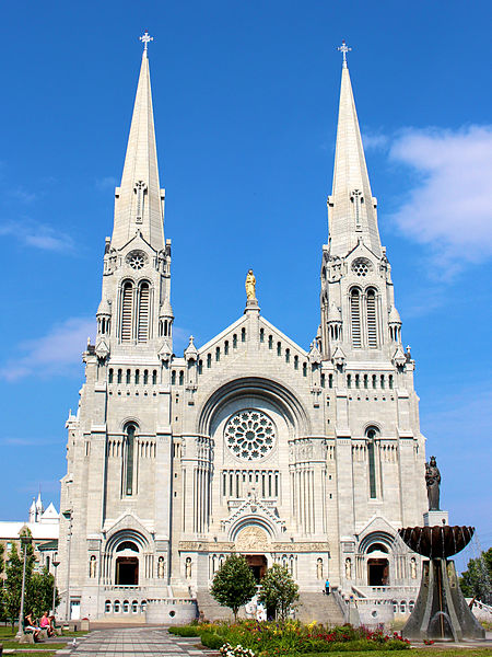 Basilica_of_Sainte-Anne-de-Beaupre_in_Sainte-Anne-de-Beaupre,_Quebec,_Canada